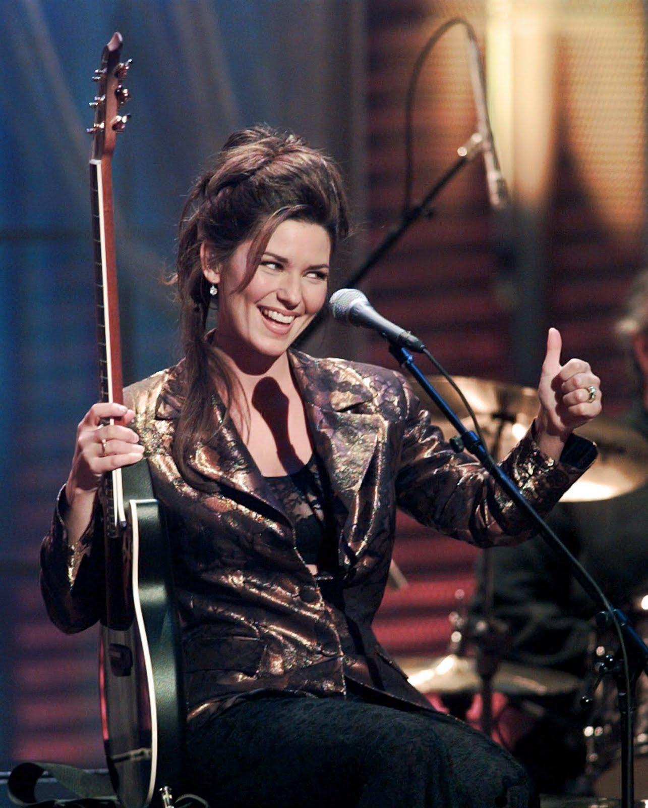 http://1.bp.blogspot.com/-DZLrDZ3P9xA/TlgtuATjgaI/AAAAAAAAOIo/Q9XlkQhWkjc/s1600/Academy-of-Country-Music-Awards-1996-shania-twain-22785533-1596-1988.jpg