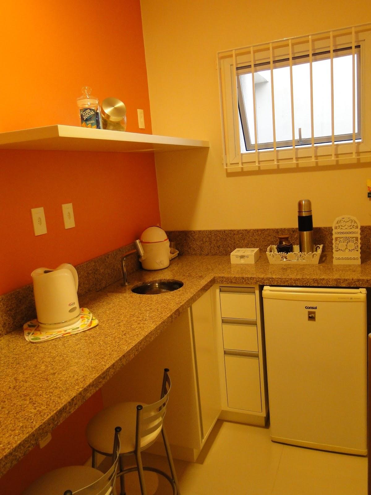 acomoda uma bancada de granito armários e equipamentos necessários #B63F00 1200x1600 Bancada Banheiro Cadeirante
