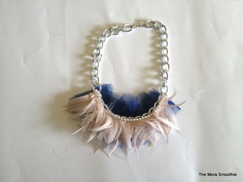 DIY, necklace, diy fashion, fashion, fashionblog, fashionblogger, themorasmoothie, jewelry, diy jewelry, feathers, diyproject, diycraft, craft, handmade, handmade necklace, diyblog, diyblogger