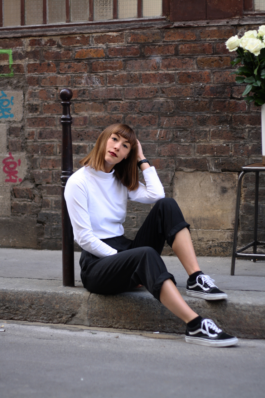 Boyish and minimal monochrome fashion Isabelle Hardy