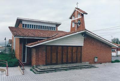 Iglesia de Santa Bárbara en el Poblado de Moreda de Gijón