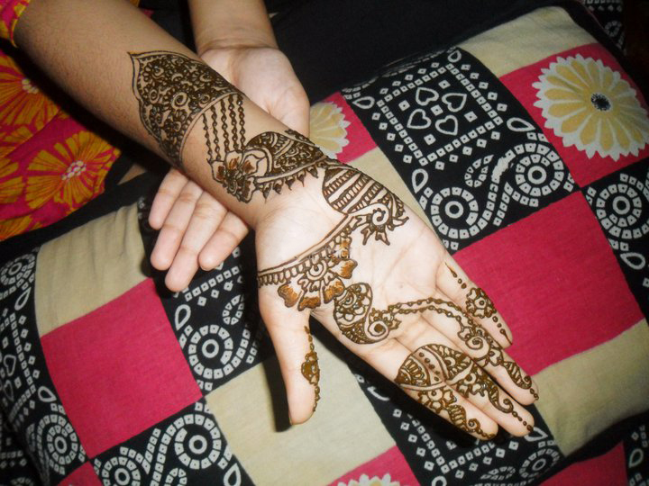 Mehndi Modern Arabic : Blossom style inspiration by a design queen latest mehndi trend
