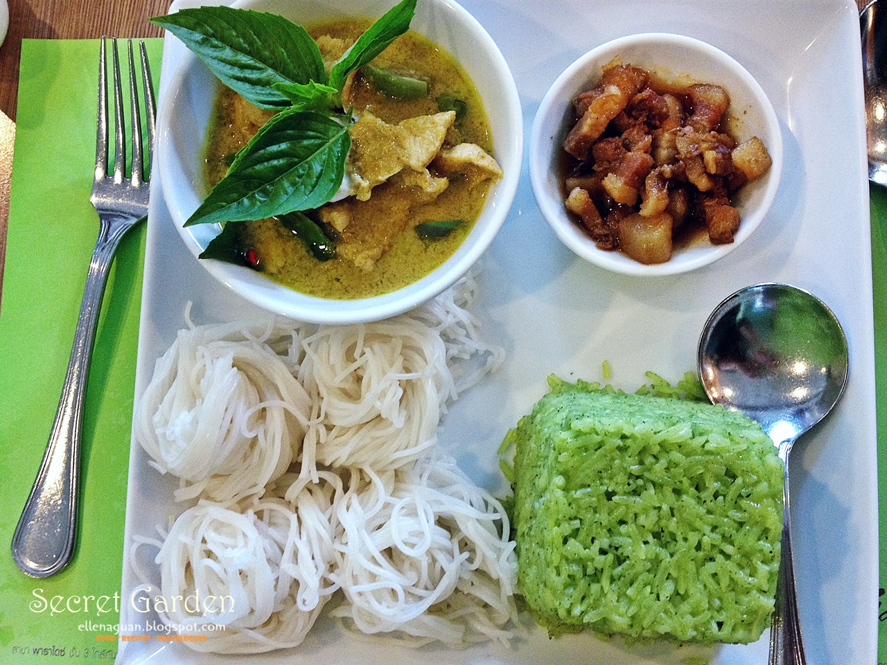 Cuisine paradise singapore food blog recipes reviews and travel secret garden thai cuisine steamed pandan rice and green curry set forumfinder Gallery