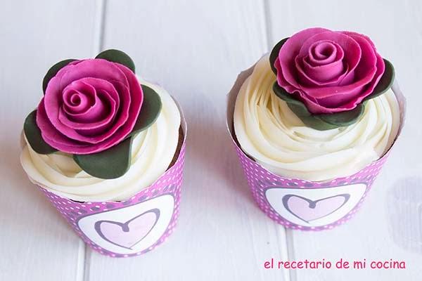 Cupcake de chocolate con buttercream de fresa y chocolate
