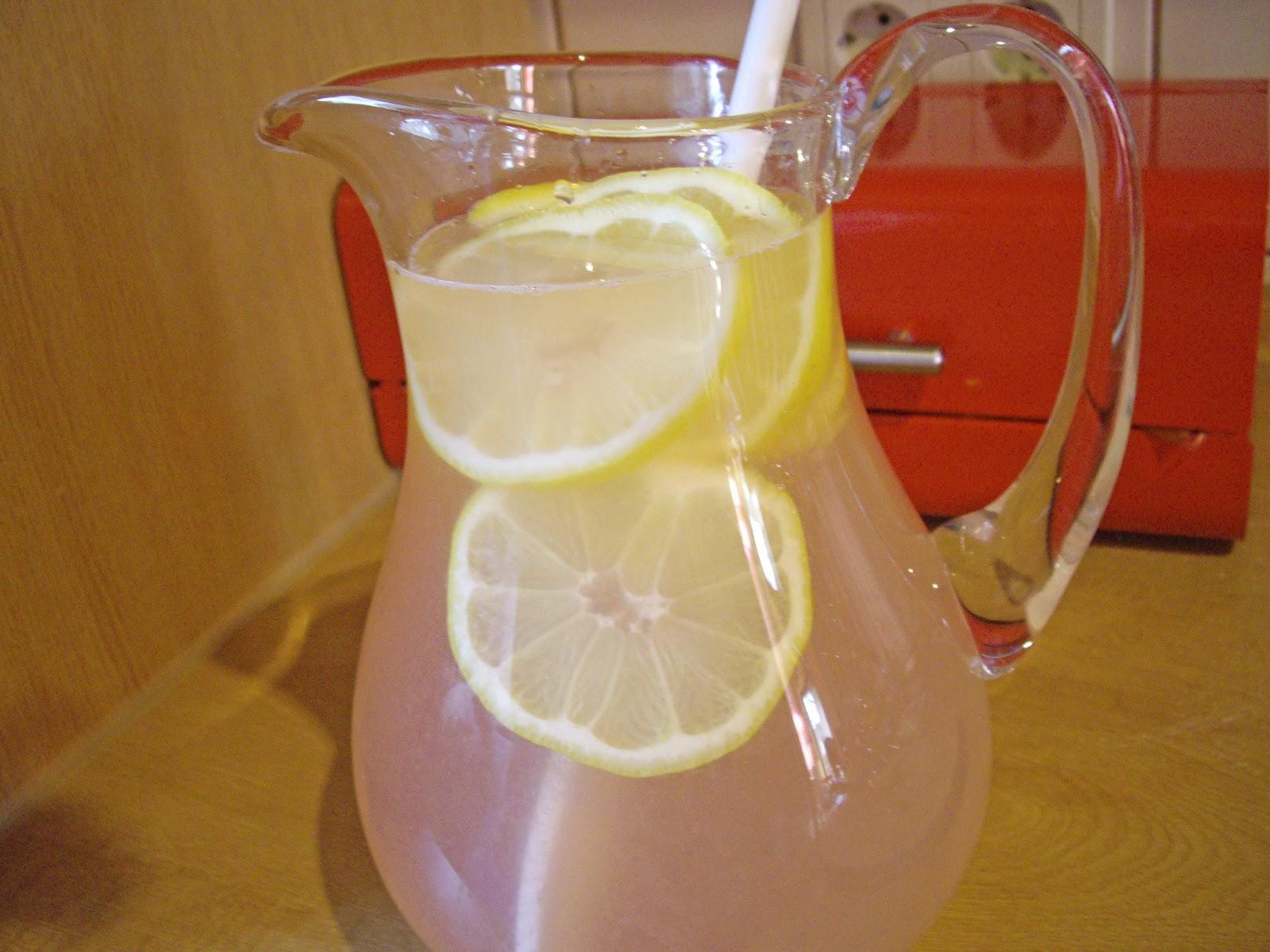http://1.bp.blogspot.com/-DZvDSRXmNZg/TZG0HWkVSWI/AAAAAAAAABw/TtCuOWEVTxI/s1600/Pink+Lemonade+Tutorial+pics+015+copy.jpg