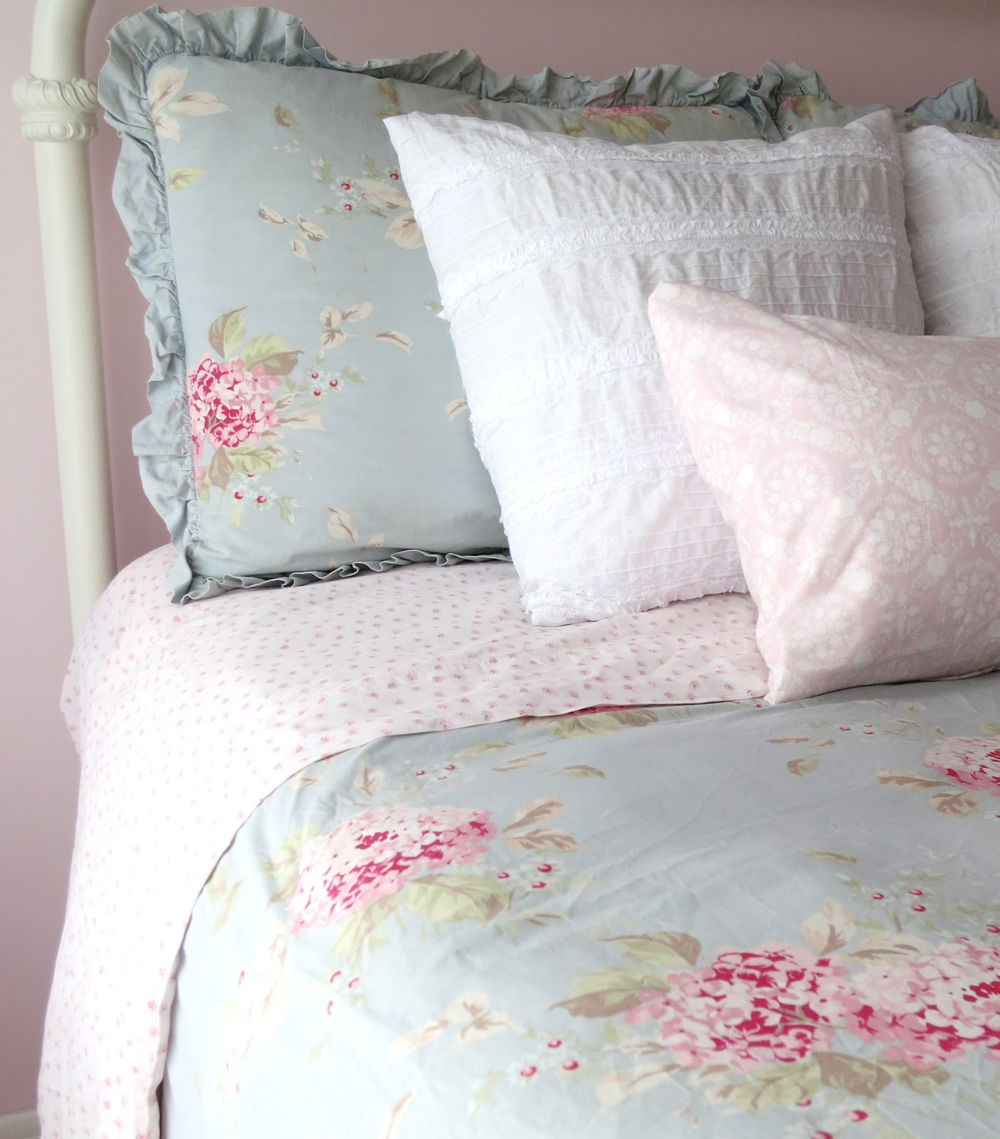 Simply shabby chic bedroom furniture bedroom furniture for Shabby chic bett