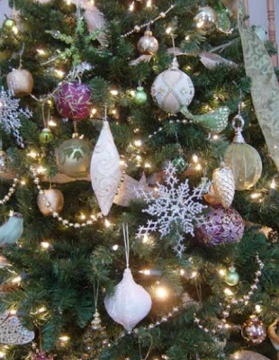 Decorating Christmas Trees With Vintage & Modern Ornaments