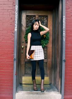 http://1.bp.blogspot.com/-D_7mQ47cPZk/TvuarVNUYtI/AAAAAAAADVo/K7iB0MbqjcI/s1600/misspouty+blog+outfit+post+stella+minimalism+wool+jacket+tweed+mini+skirt+leather+clutch+lanvin+ankle+boots+fashion+style+blogger4.JPG