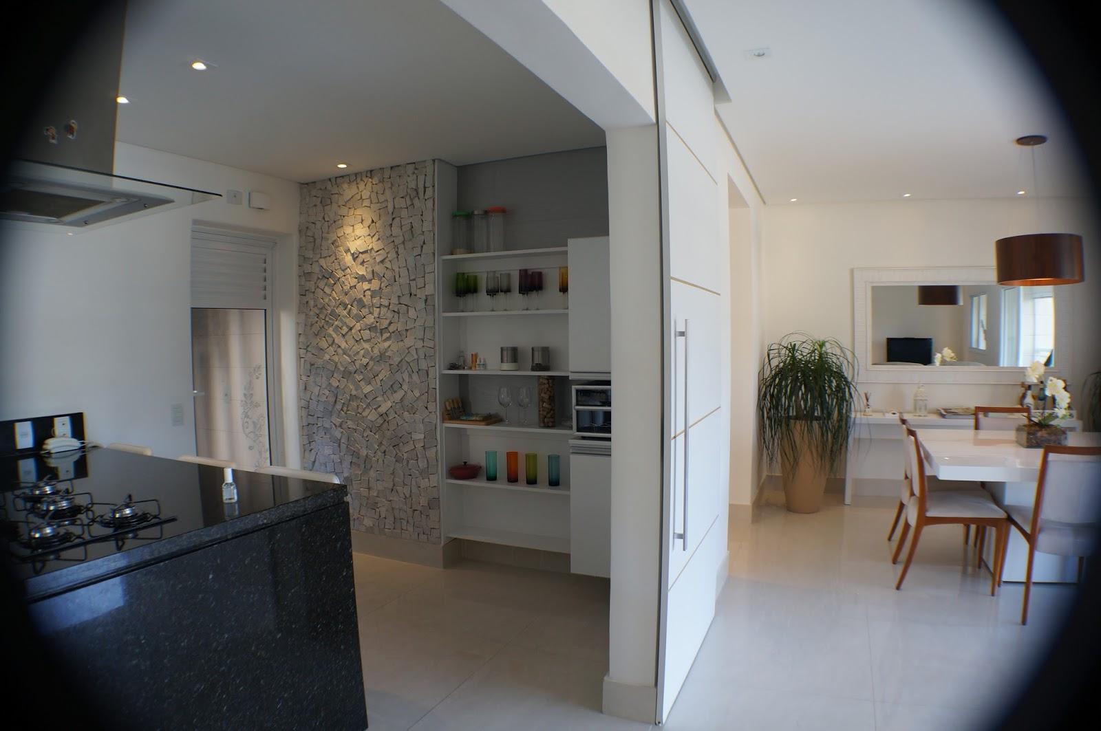 Sala de estar sala de jantar cozinha e varanda gourmet integradas  #414C60 1600x1063