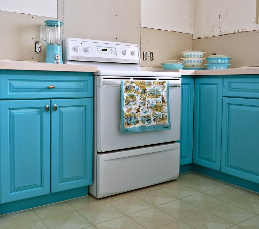 Kitchen Progress Turquoise Cabinets? Check!  Dans le Lakehouse