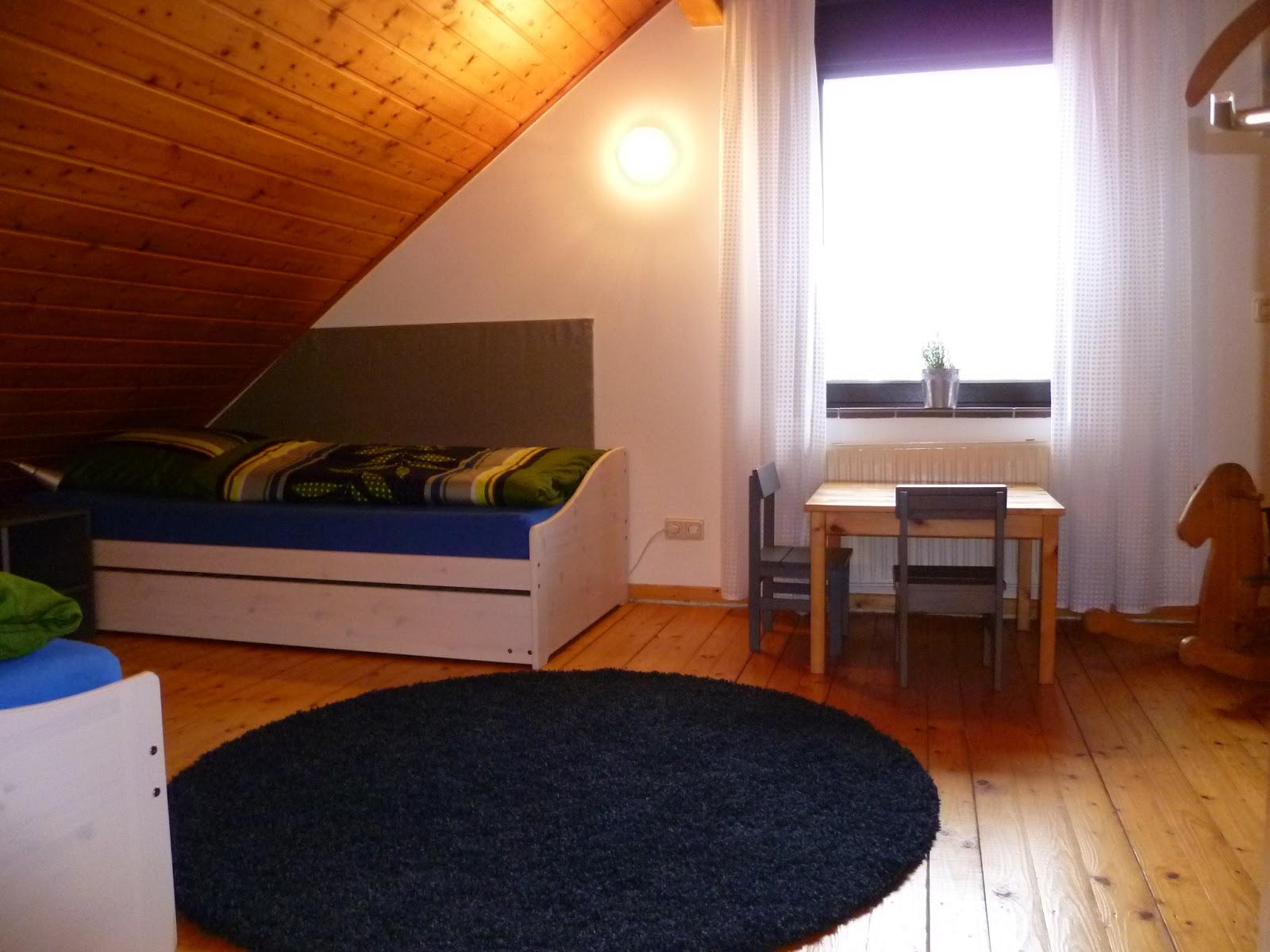 flinterhaus in hooksiel schlafzimmer und bad im obergescho. Black Bedroom Furniture Sets. Home Design Ideas