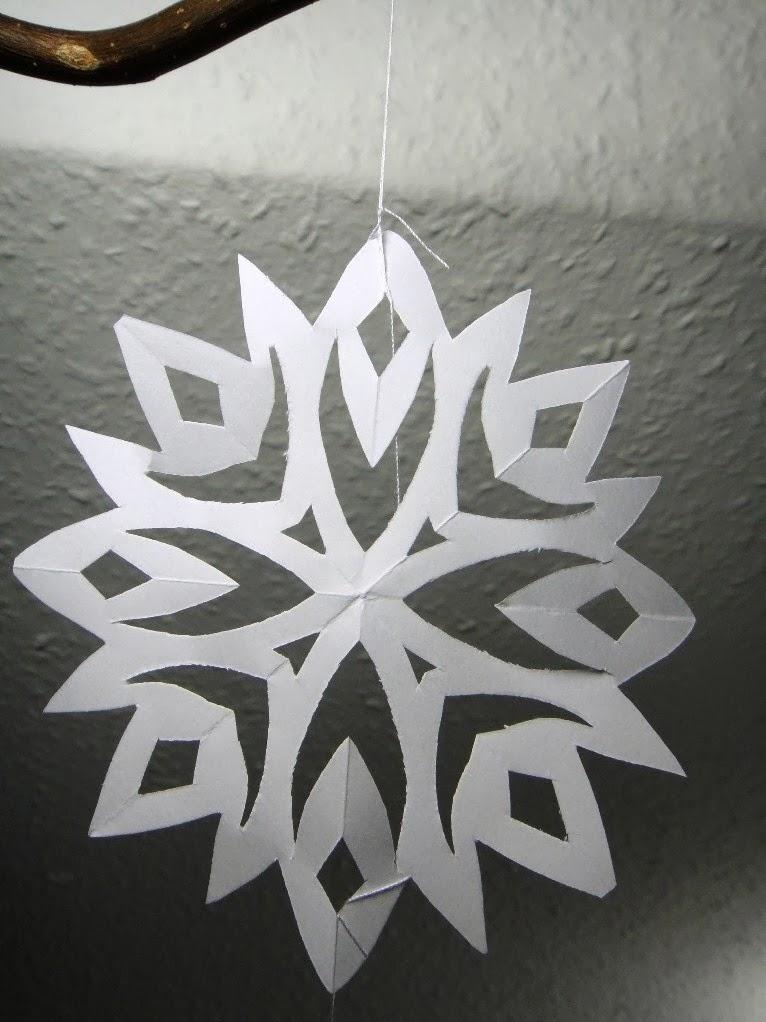 ines felix kreatives zum nachmachen schneeflocken fenster dekoration. Black Bedroom Furniture Sets. Home Design Ideas