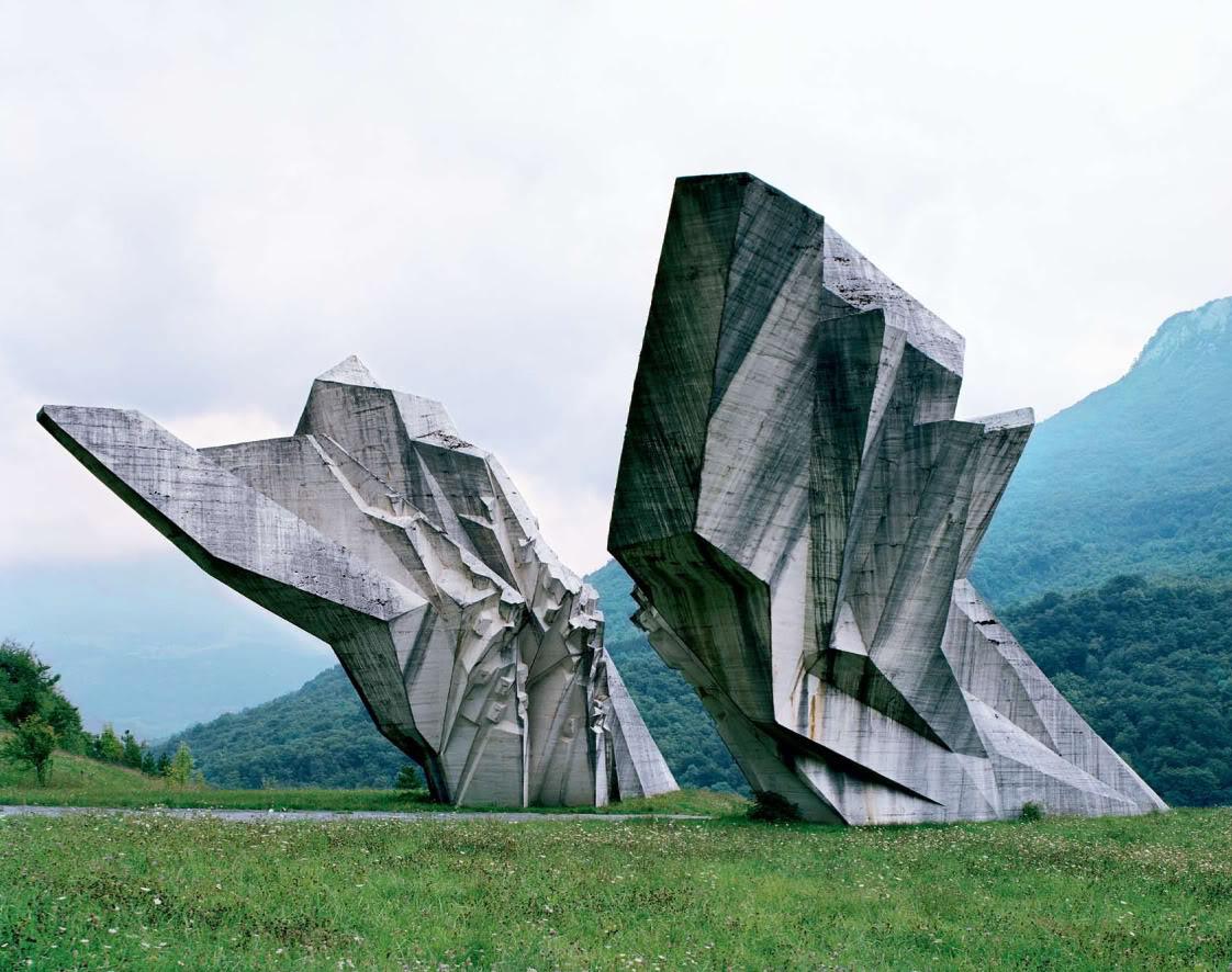 旧ユーゴスラビアのモニュメント