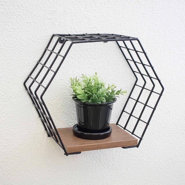 Nicho decorativo hexagonal - Linha Wire - Aramado com madeira