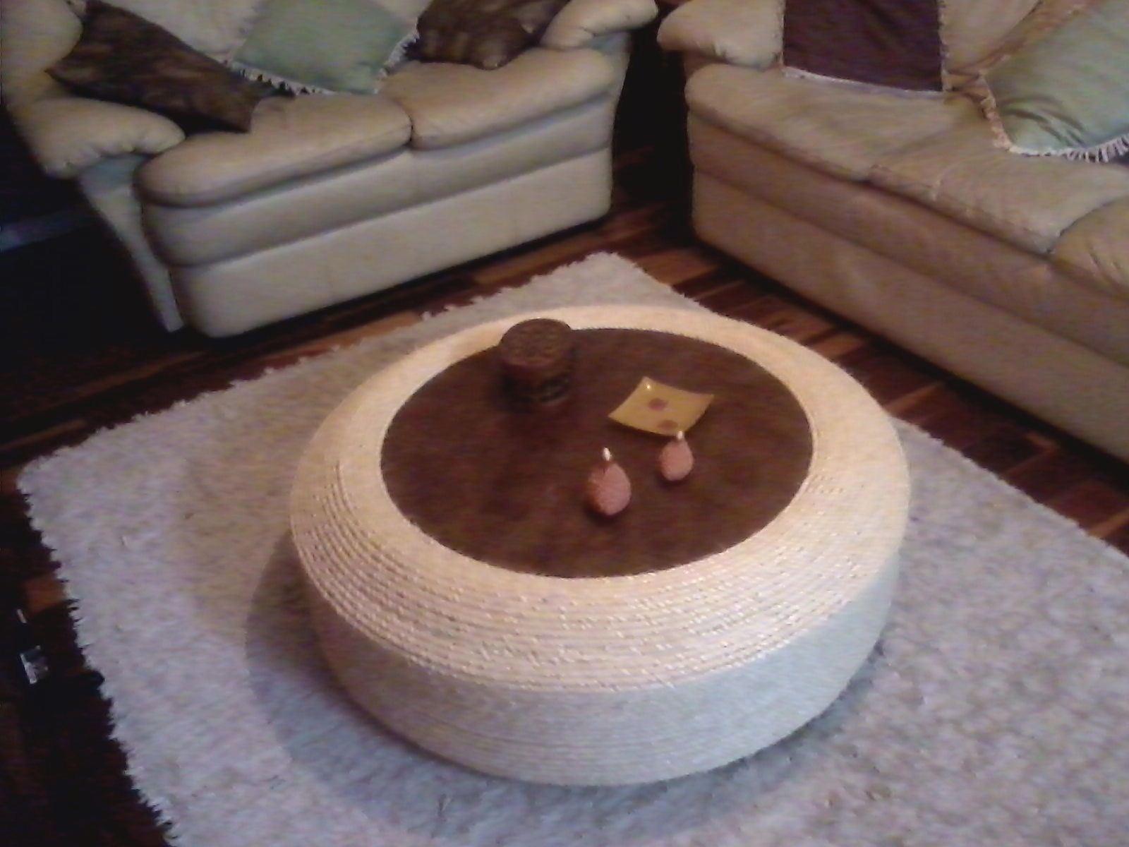 Ecol gica design constru o e decora o ecol gica mesa - Mesa de centro con puff ...