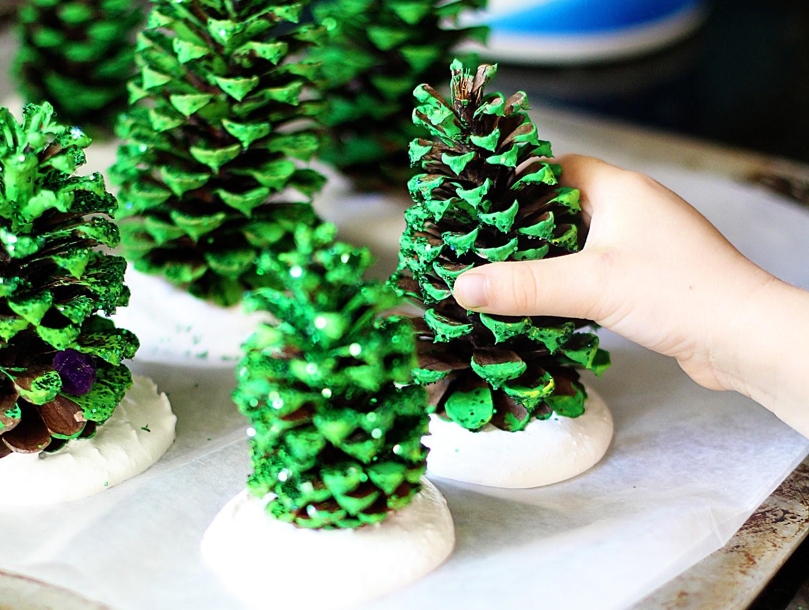 Новогодние поделки елка из шишки