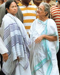 Mamata Banerjee giving importance to an old woman