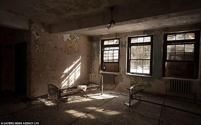 rumah kosong berhantu
