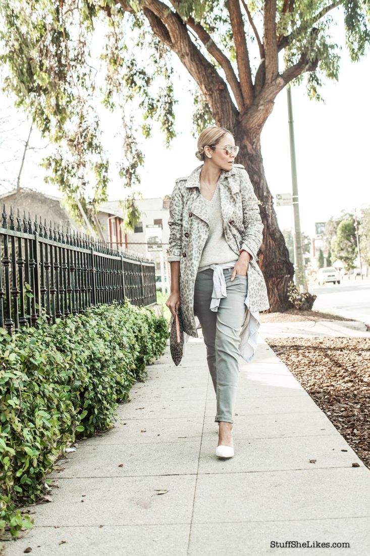 How to wear patterns, how to wear grey, Velvet jeans, bloggers, los Angeles blogger, Best LA blogger, Top fashion blogs, best fashion blog, blonde blogger, black fashion blogger, Mirrored sunglasses, aviator glasses, Leopard trench coat,