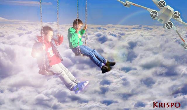 fotomontaje de niños volando en el cielo en columpio