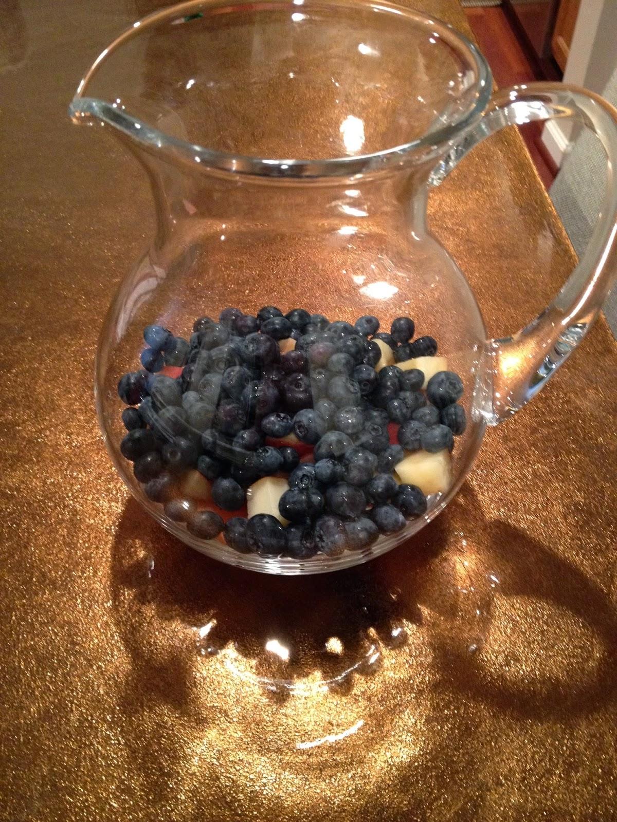 white-peach-blueberry-sangria
