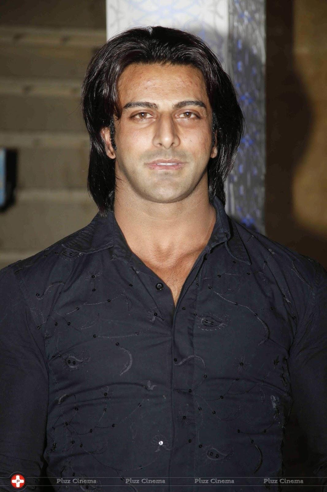 Rajbeer Singh Pemeran Hatim
