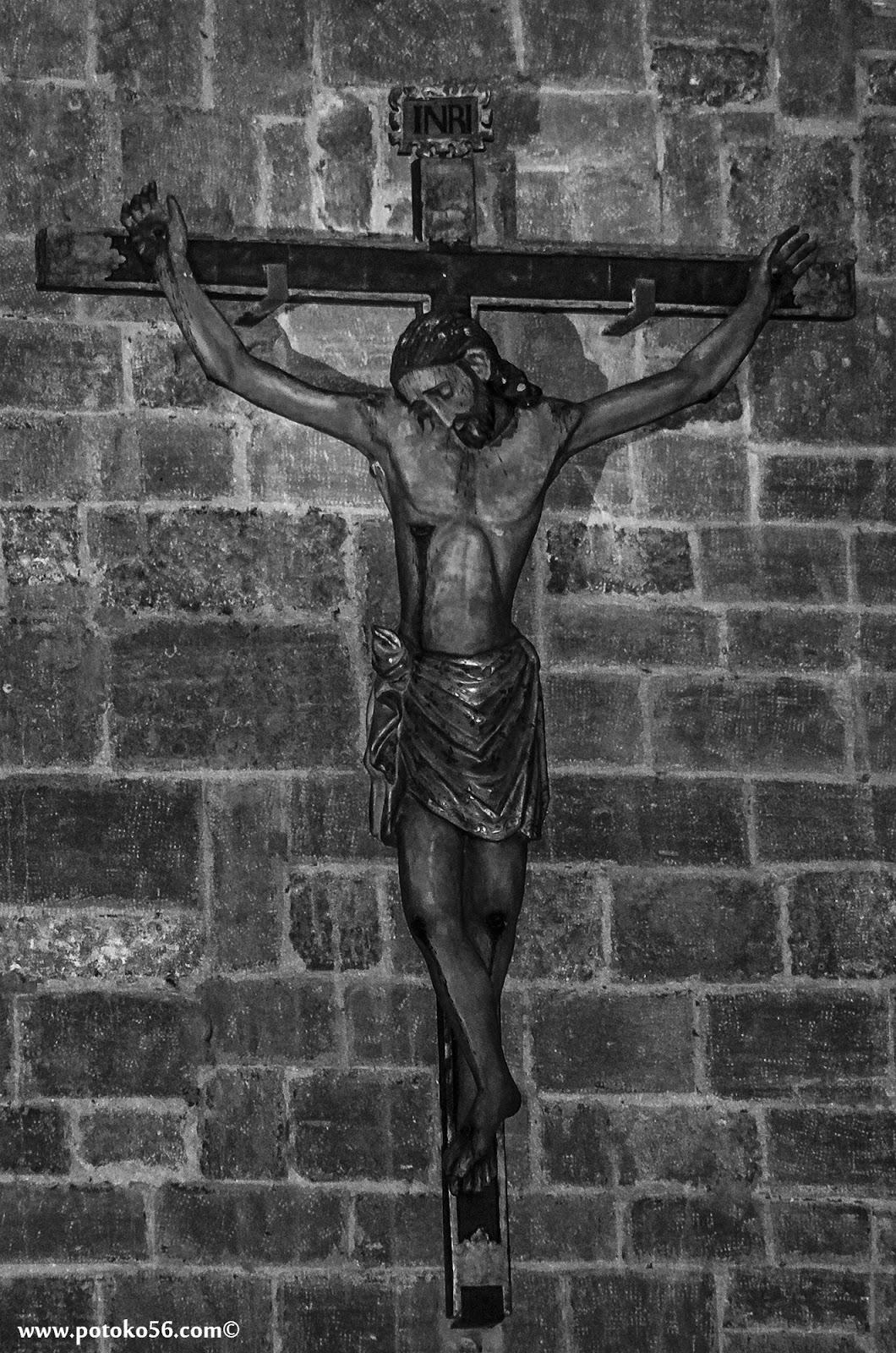 Crucificado en el altar mayor de la Parroquia en Rota