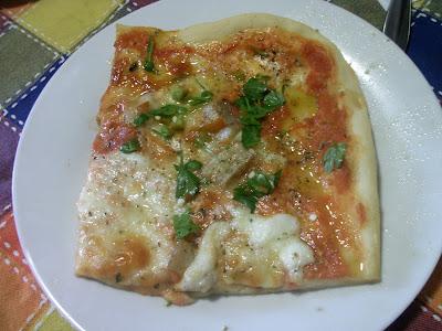 Cosa cucino oggi pizza porcini mozzarella di bufala provola ragusana e peperoncini freschi e - Cosa cucino oggi a pranzo ...