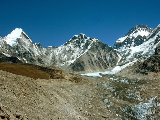The hiking path to Gorakshep EBC Trek