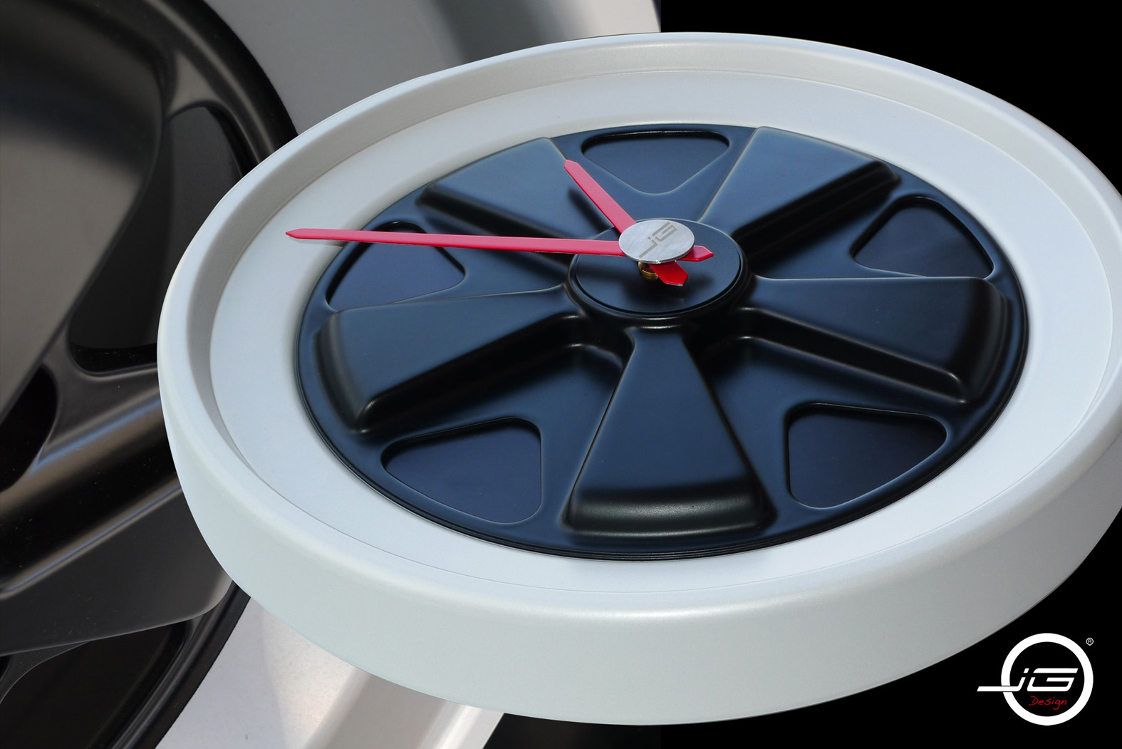 Wall Clock made entirely of aluminum - Made in France - Customizable