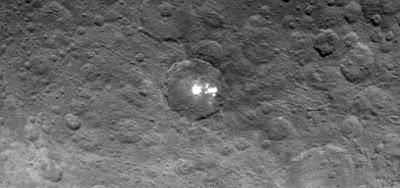 Hipernovas: Sonda da NASA Vê Não Uma, Mas Várias Manchas Brancas no Planeta Anão Ceres [Artigo + 02 Imagens + 03 Gifs]