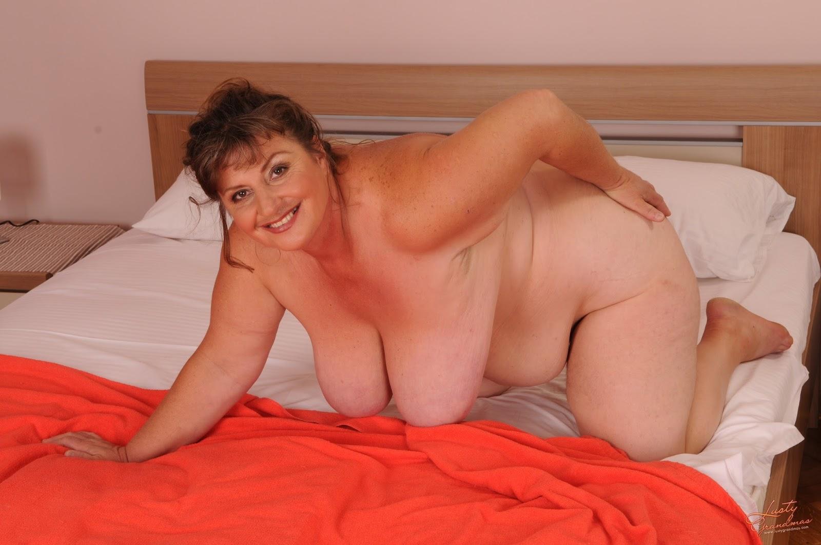 Тетки с большими дойками 18 фотография