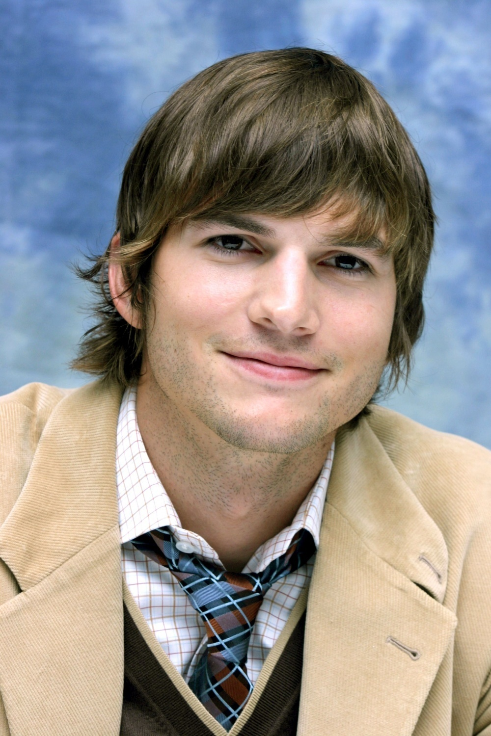 Biodata Artis Ashton Kutcher | ALL MOVIE AREA