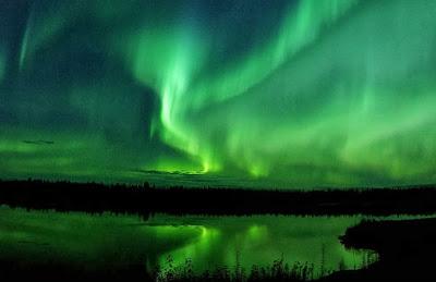 http://auroraborealiswonder.blogspot.com/2013/10/aurora-borealis_9358.html