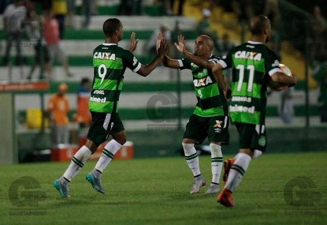 Guerreira, Chapecoense vence River Plate mas é eliminada da Copa Sul-Americana.