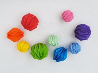 Farolillos con papel de regalo reciclado en Recicla Inventa