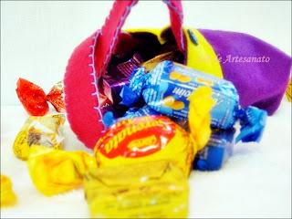 cesta de páscoa macacão do coelho confeccionada em feltro