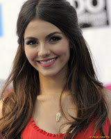 Victoria Justice 2011 VH1 Do Something Awards