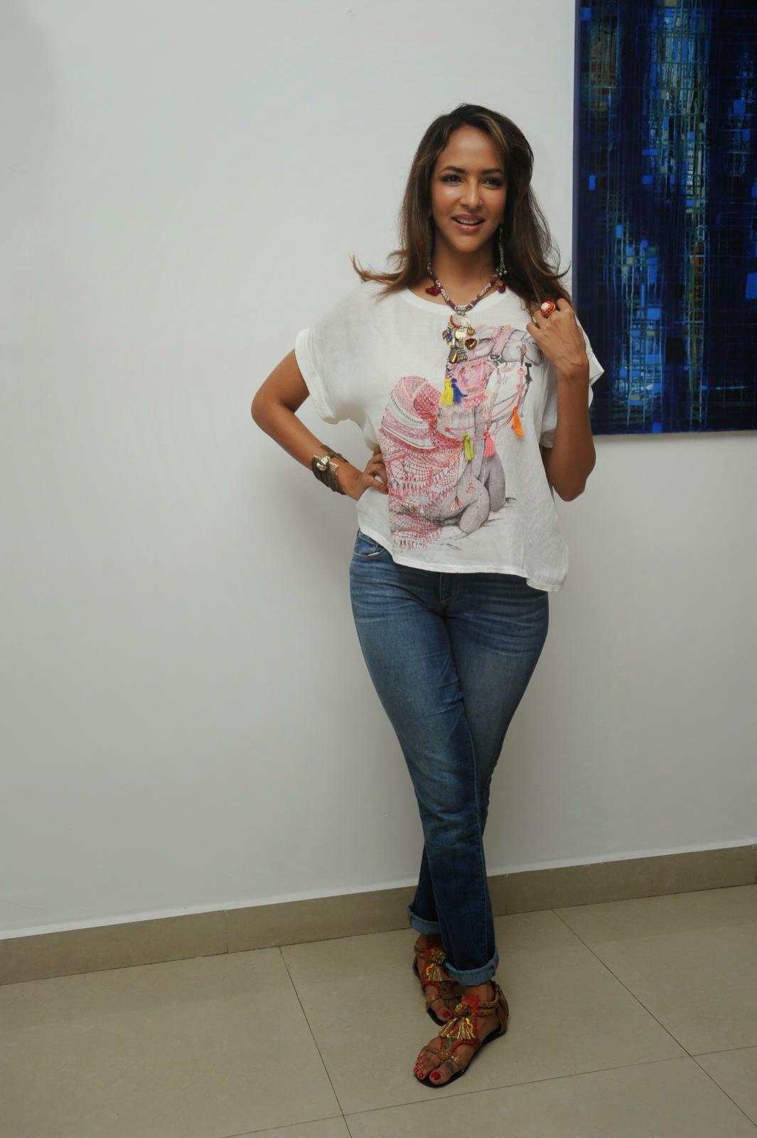 Lakshmi Manchu Latest Stylish Photos-HQ-Photo-31