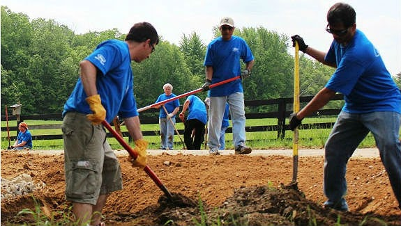Ford Volunteers Focused on Improving Environment for Ford Accelerated Action Day