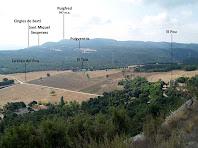 Panoràmica vers el sud-est des de la cinglera abans de trencar cap al Coll del Fabregar