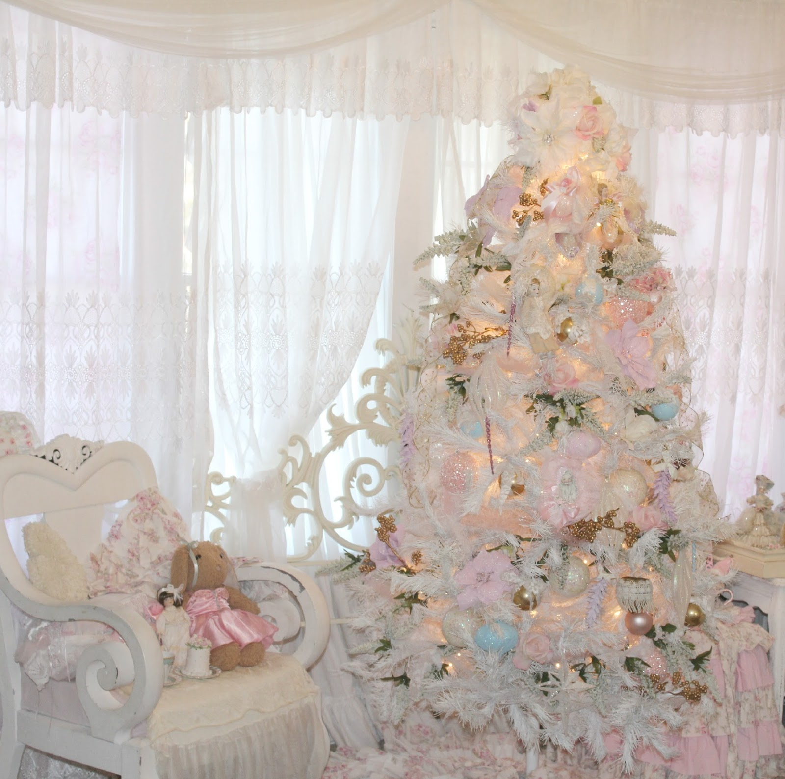 Olivia s Romantic Home Inexpensive White Christmas Tree Decorating