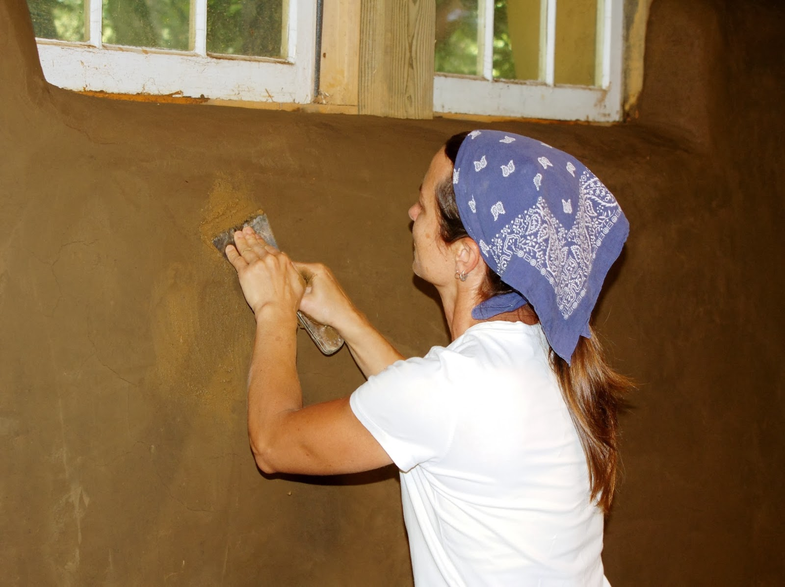 How to make clay plaster - Finishing Touches On A Clay Plaster