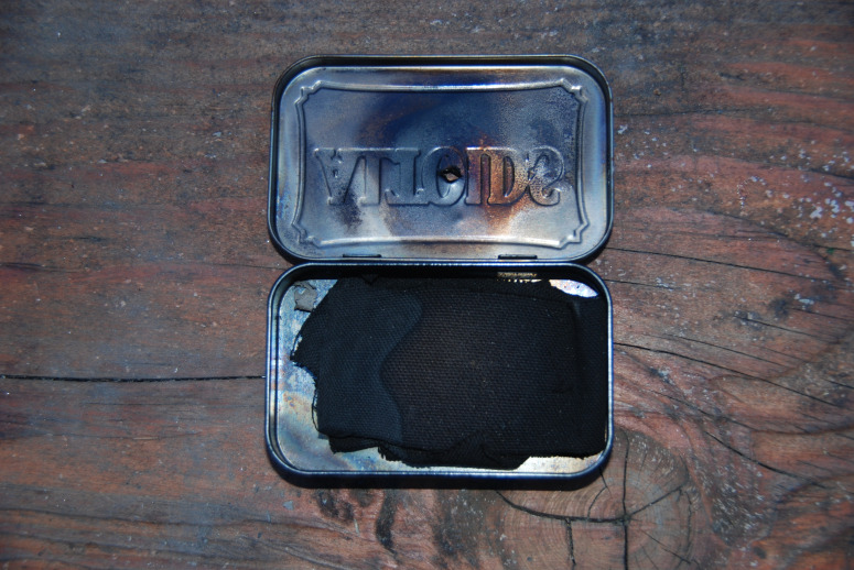 The paracord project 10 survival uses for an altoid tin for Tin projects