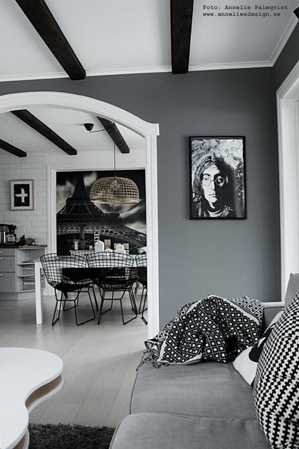 kök, köket, matsal, matbord, vitt, svart och vitt, svartvit, svartvita, soffa, tygsoffa, vardagsrum, vardagsrummet, grått, grå, gråa, vägg, väggar, lennon, poster, posters, konsttryck, tavla, tavlor, webbutik, webbutiker, webshop, nätbutik, nätbutiker, annelies design, interior, inredning,