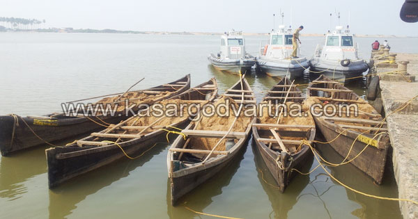 Police, Sand, Escaped, Boat, Kasaragod, Kerala, River.