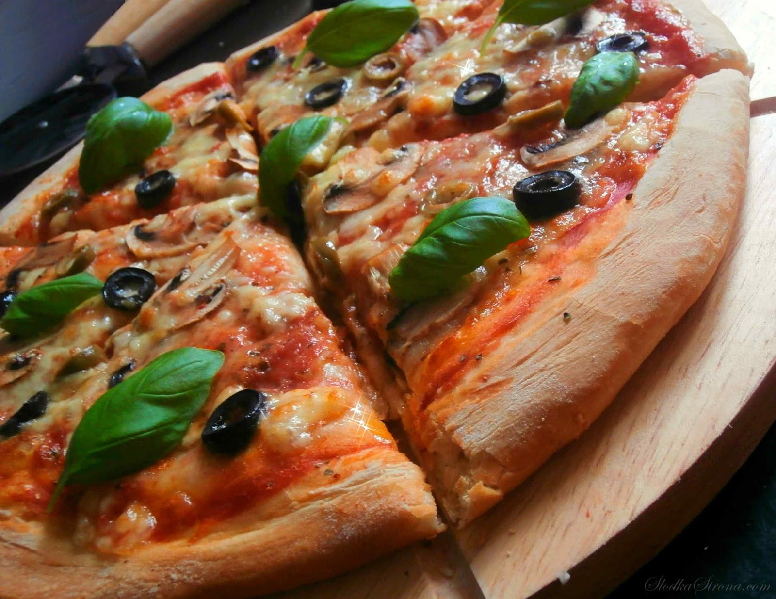 Najlepsza Domowa Pizza - Przepis - Słodka Strona