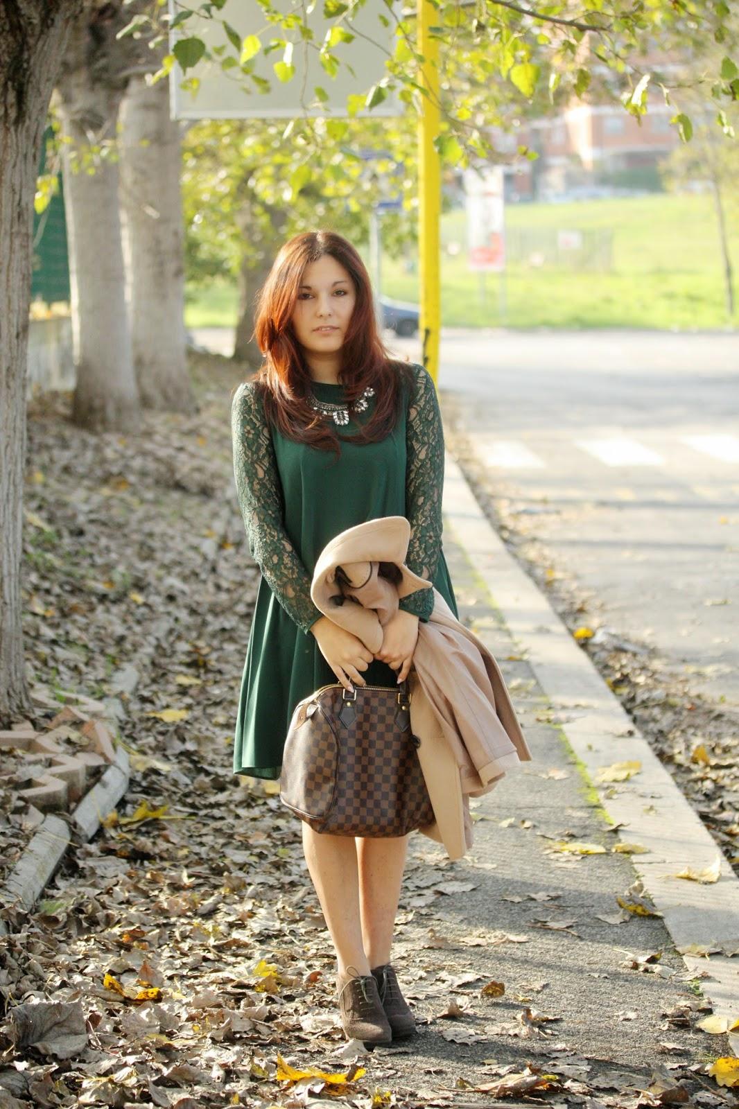 Capelli in abito collana gioiello verde e rosso Only Shopping OTafOr