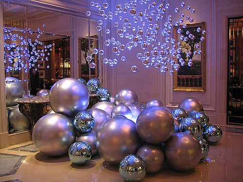 Silver Balls And Blue Light Christmas Decoration Ideas