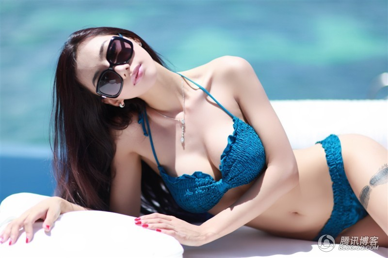 Breathtaking Chinese Babe Jin Mei Xin Enjoying Holidays in Maldives